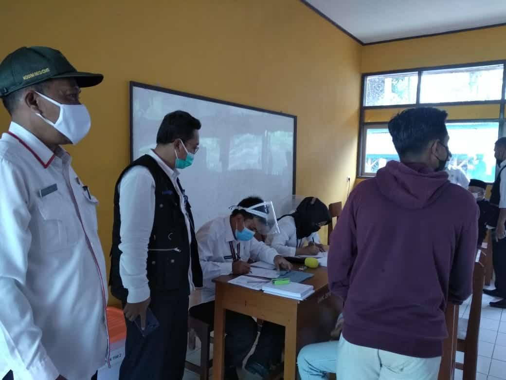 Sekretariat DPRD Kabupaten Pangandaran Terjun Langsung dalam Pelaksanaan Vaksinasi Covid-19 dan Oprasi Masker di kecamatan Langkaplancar