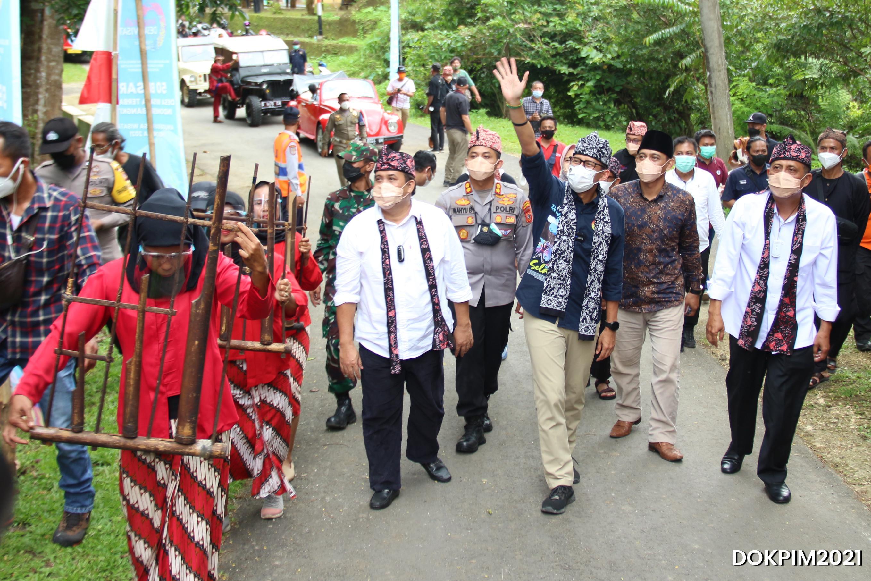 Menteri Pariwisata dan Ekonomi Kreatif, Sandiaga Uno, Kunjungi Desa Selasari